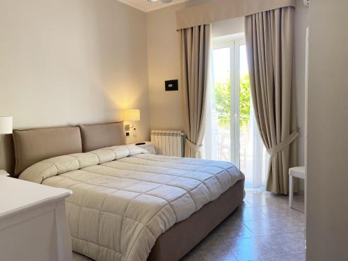 A bed or beds in a room at Hotel Ristorante il Colleverde