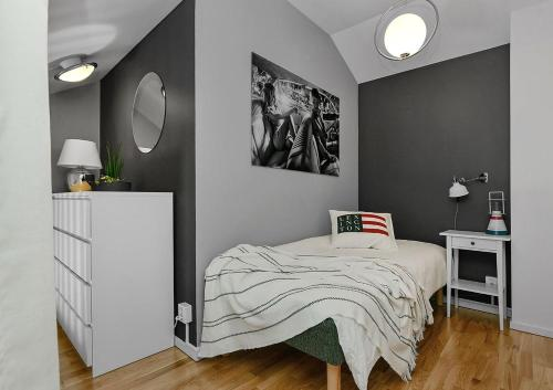 A bed or beds in a room at Venngarn 304