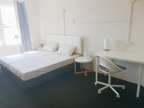 A bed or beds in a room at Nina's Place Sydney