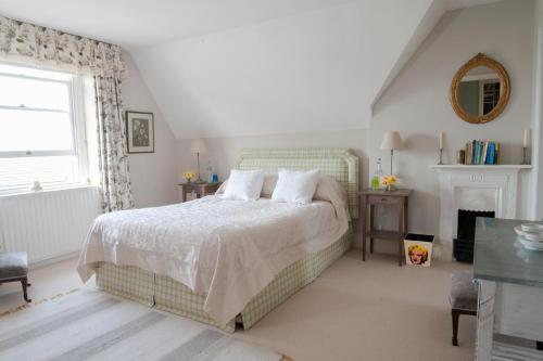A bed or beds in a room at Avalon House Bed and Breakfast