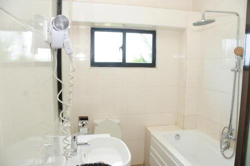 A bathroom at Road view Park Hotel