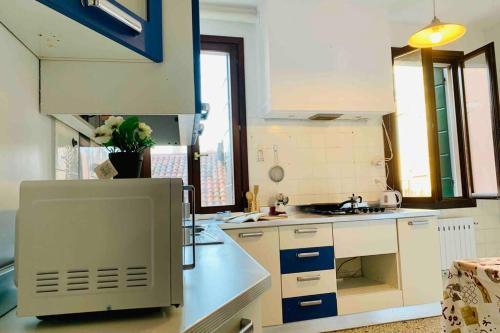 A kitchen or kitchenette at chiesa dei madonna orto room