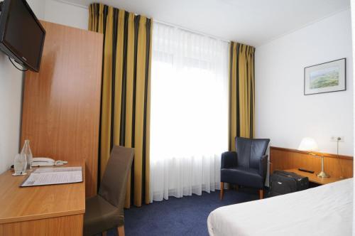 Een bed of bedden in een kamer bij Hotel de Burg