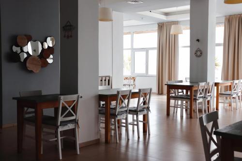 Un restaurant sau alt loc unde se poate mânca la Hotel Victory
