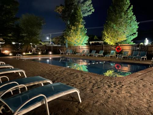 The swimming pool at or close to The Escape Inn