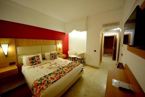 Кровать или кровати в номере Oasis Hotel & Spa