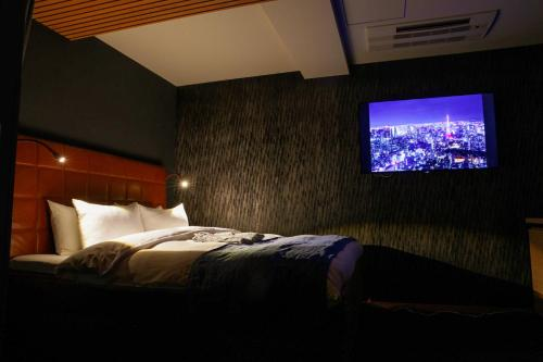 A bed or beds in a room at Asakusa Kokono Club Hotel