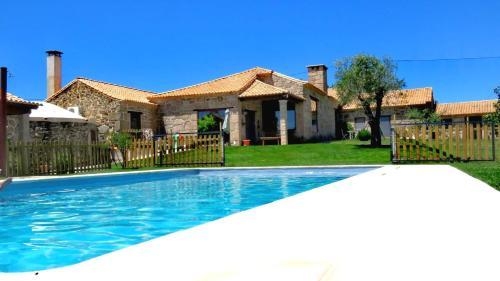 A piscina em ou perto de Quinta da Ribeira