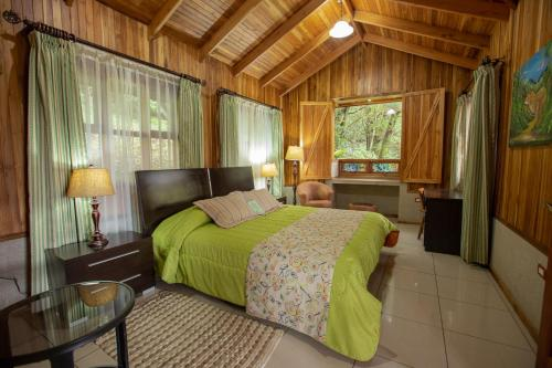A bed or beds in a room at Los Pinos Lodge & Gardens