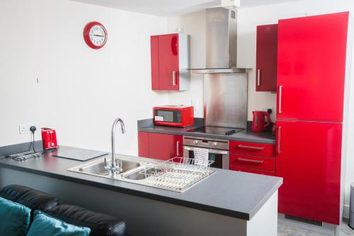 A kitchen or kitchenette at Meridian Apartment