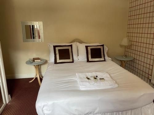 A bed or beds in a room at Bertie Pontypridd