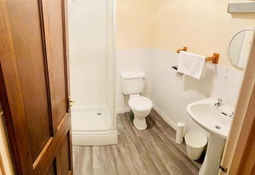 A bathroom at Bertie Pontypridd
