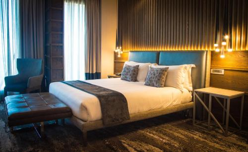 A bed or beds in a room at The Maslow Hotel, Time Square