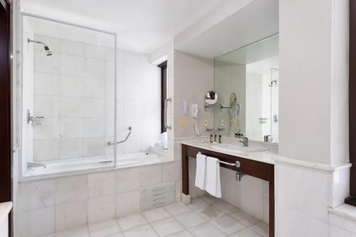 Um banheiro em Mercure Sao Paulo Grand Plaza Paulista