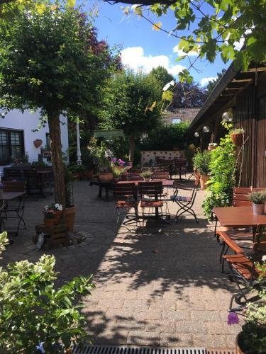 Ресторан / где поесть в Hotel & Weinhaus Zum Schwarzen Bären