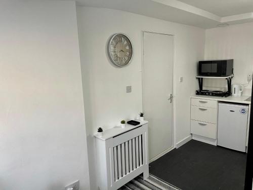 A kitchen or kitchenette at Wisteria Studio