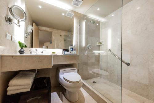 A bathroom at Hotel Intercontinental Medellín, an IHG Hotel