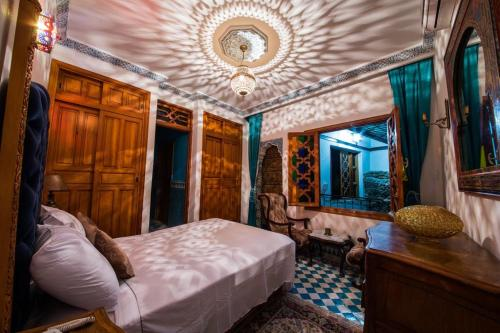 A bed or beds in a room at Riad Scalia Fez