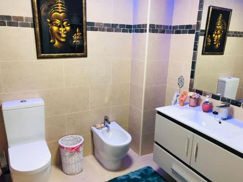 A bathroom at PISO VACACIONAL- EL ALTET