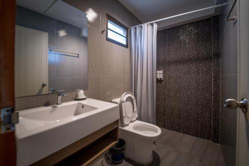 A bathroom at Malibu Samed Resort