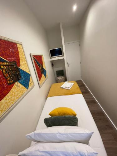 A bed or beds in a room at Junqueira76 Guesthouse