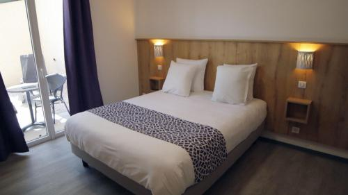 A bed or beds in a room at Le Moulin du Verdon