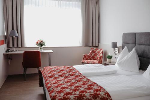 Ein Bett oder Betten in einem Zimmer der Unterkunft Stadtoase Kolping Hotel