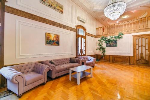 Uma área de estar em Orjinal Apartment On Hard Rock Cafe