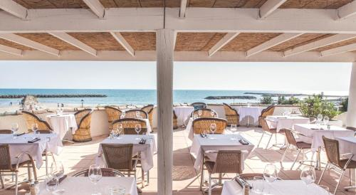 A restaurant or other place to eat at Thalacap Camargue