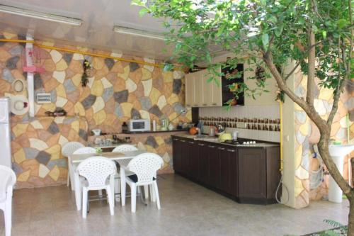 Кухня или мини-кухня в Bourgeoisie Guest House