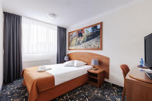 Кровать или кровати в номере Interferie Aquapark Sport Hotel Malachit