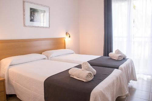 Letto o letti in una camera di Hotel Geminis