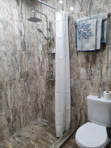 Łazienka w obiekcie Hotel Lazuren Briag