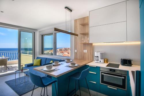 A kitchen or kitchenette at Villa Leoni