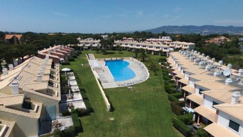 A view of the pool at Lovely villa in Vila Bicuda Cascais Resort or nearby