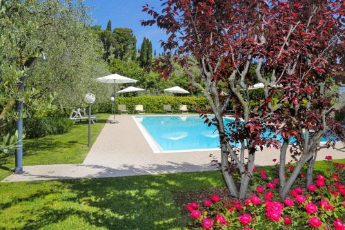The swimming pool at or close to Agriturismo La Rocca