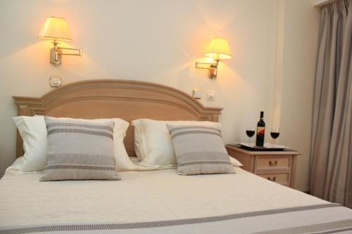 Postel nebo postele na pokoji v ubytování Hellinis Hotel