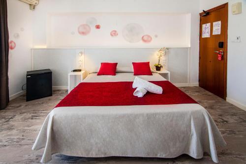 Cama o camas de una habitación en Hostal Tarba