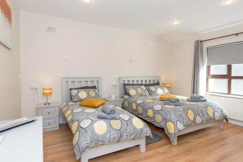 A bed or beds in a room at The Arch Accommodation