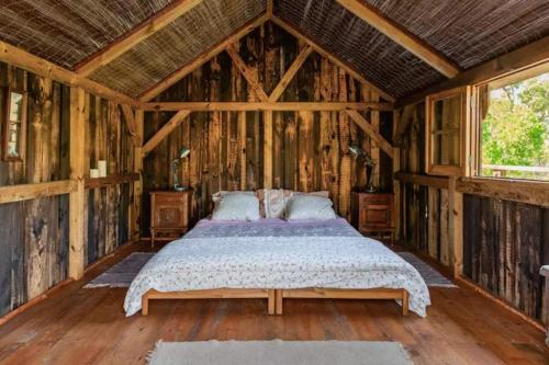 A bed or beds in a room at Quinta Alma - Ecological Retreat Farm
