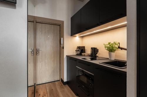 A kitchen or kitchenette at Morning Light Sopot Apartment