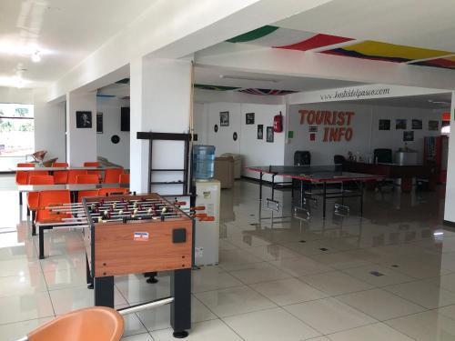 Un restaurante o sitio para comer en Hostel del Paseo