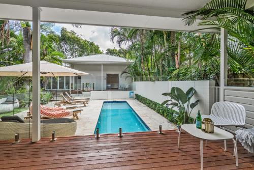 The swimming pool at or close to Cove Studios