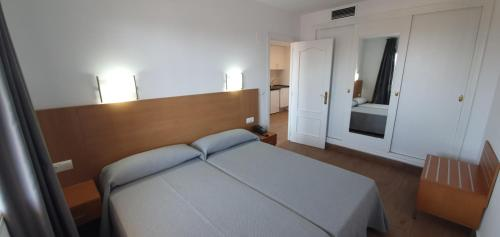 A bed or beds in a room at Primavera Loix