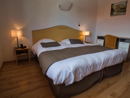Un ou plusieurs lits dans un hébergement de l'établissement Le Champ des Lys