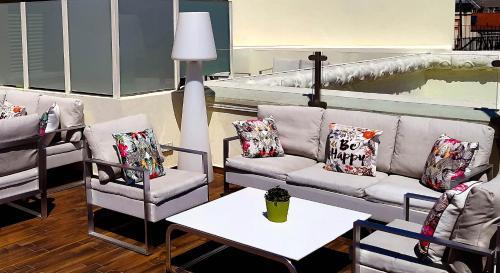 A seating area at Vincci Centrum