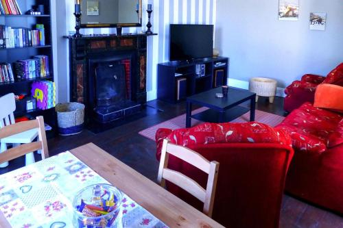 A seating area at Holiday Home Ballinamore - EIR05100h-F