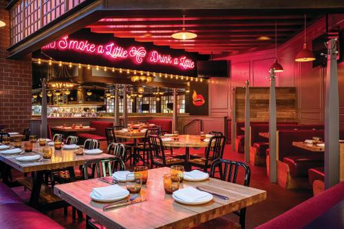 A restaurant or other place to eat at SKYLOFTS at MGM Grand