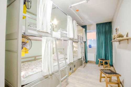 A bunk bed or bunk beds in a room at Wombat's The City Hostel Munich Werksviertel