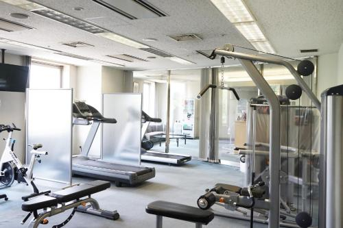 The fitness center and/or fitness facilities at Narita Tobu Hotel Airport